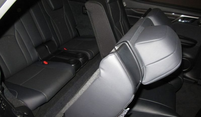 Lexus RX L Hybrid Luxury SUV pieno